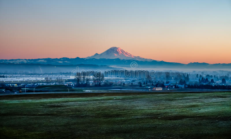 Rainier From Kent HDR immagini stock