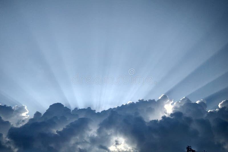 Raio de Sun no céu fotos de stock