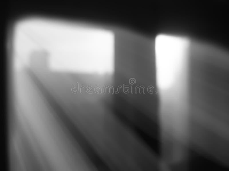 Raios de luz diagonais do fundo do bokeh das janelas fotografia de stock