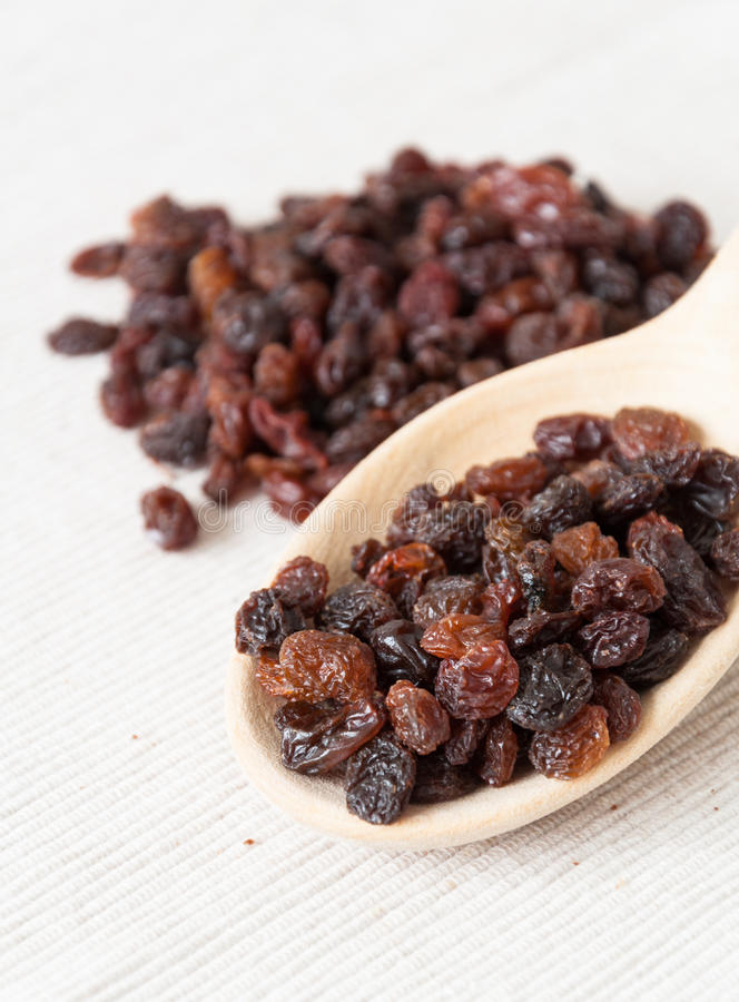 Raisins secs noirs image libre de droits