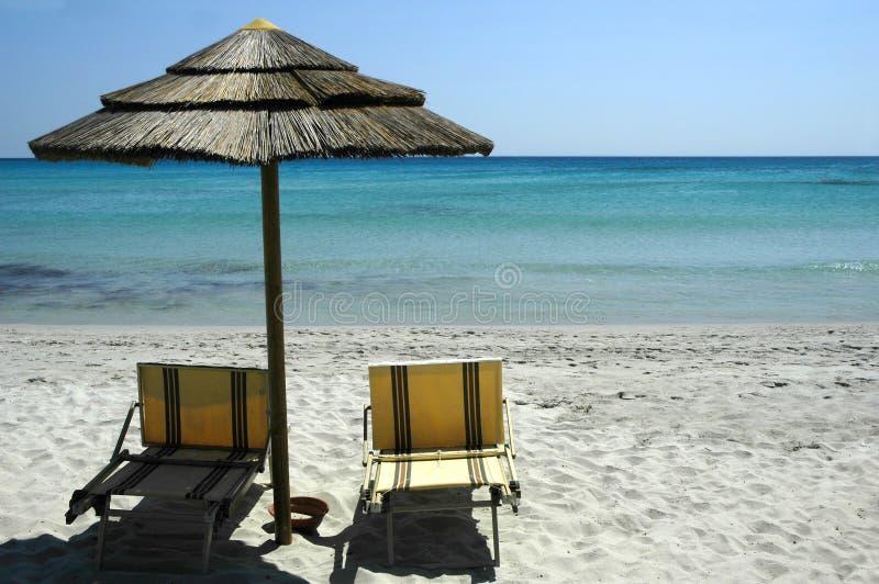 Download Raj na plaży zdjęcie stock. Obraz złożonej z krzesło, błękitny - 35250