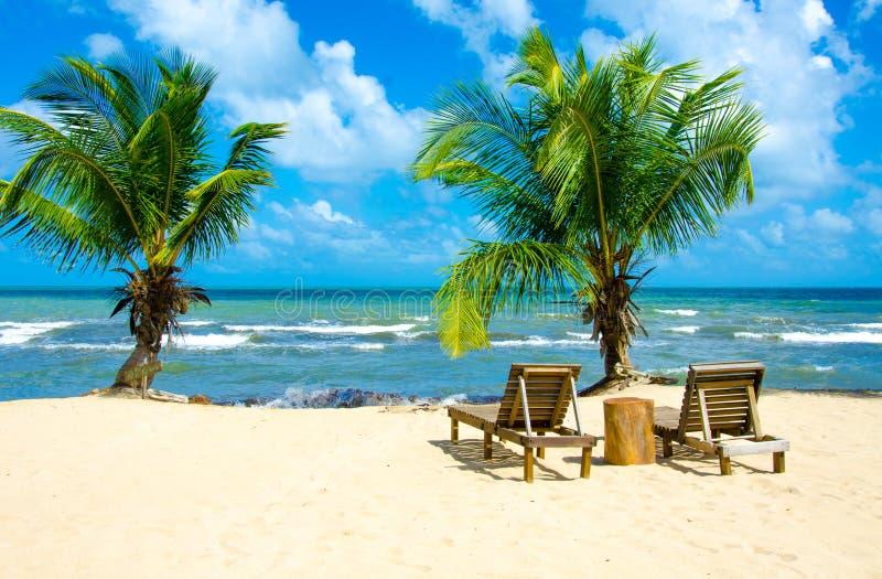Raj pla?a przy Hopkins - tropikalny karaibski wybrze?e Belize, Ameryka ?rodkowa - obrazy stock