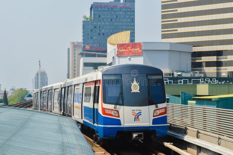 Rajadamri em Banguecoque, Tailândia: 29 de janeiro de 2017 a estação de metro BTS fotos de stock