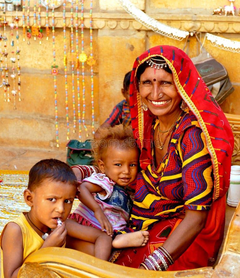 Rajasthan-Frauen mit Kindern lizenzfreies stockfoto