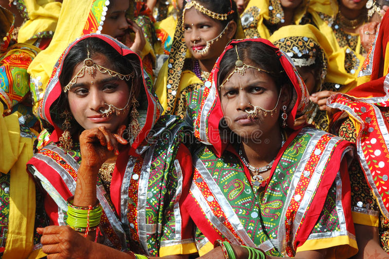 Download Rajasthani Girls Are Preparing To Dance Perfomance In Pushkar,India Editorial Stock Image - Image: 28465834