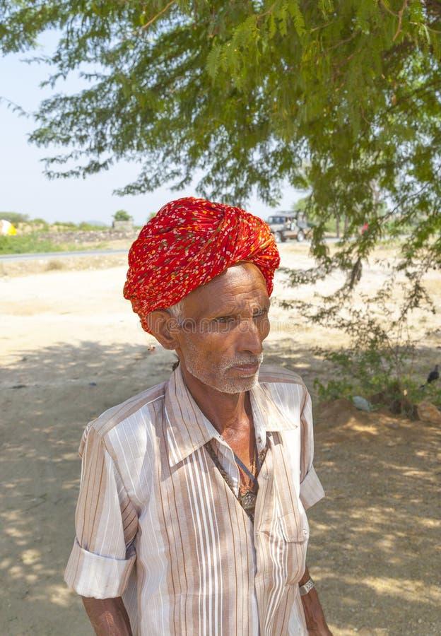 Rajasthani mężczyzna plemienny być ubranym zdjęcia royalty free