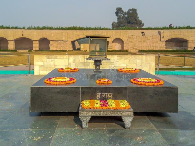 Rajghat, New Delhi Gedenkteken op de plaats van de het lichaamscrematie van Mahatma Gandhis stock fotografie