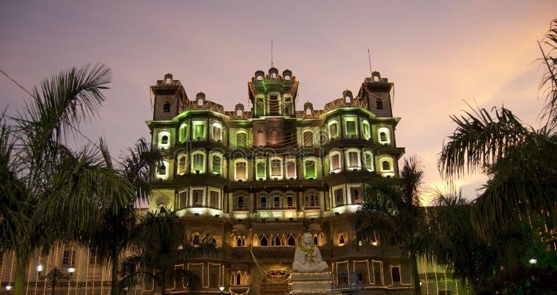 Rajwada antico di Indore nelle luci notturne fotografia stock