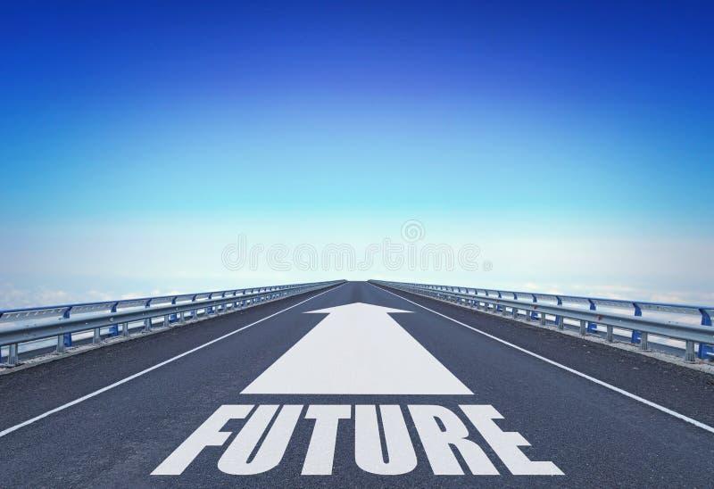 Rak motorway med en framåt pil- och textframtid arkivbild