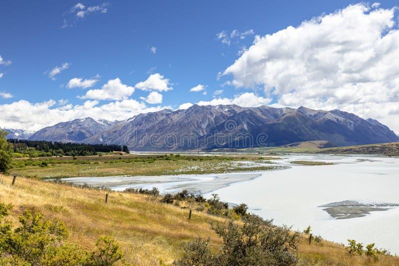 Rakaia Rzeczna sceneria w południowym Nowa Zelandia zdjęcia royalty free