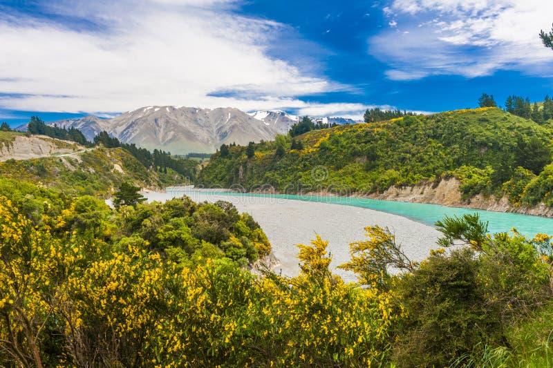 Rakaia-Schlucht und südliche Alpen lizenzfreies stockbild