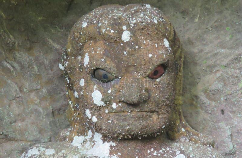 Rakan hoofdstandbeeld bij de tempel van Nihon ji in Japan stock afbeeldingen