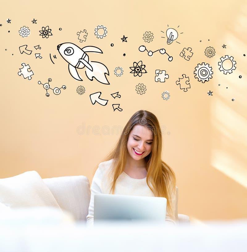 Raketillustration med kvinnan som använder bärbara datorn fotografering för bildbyråer