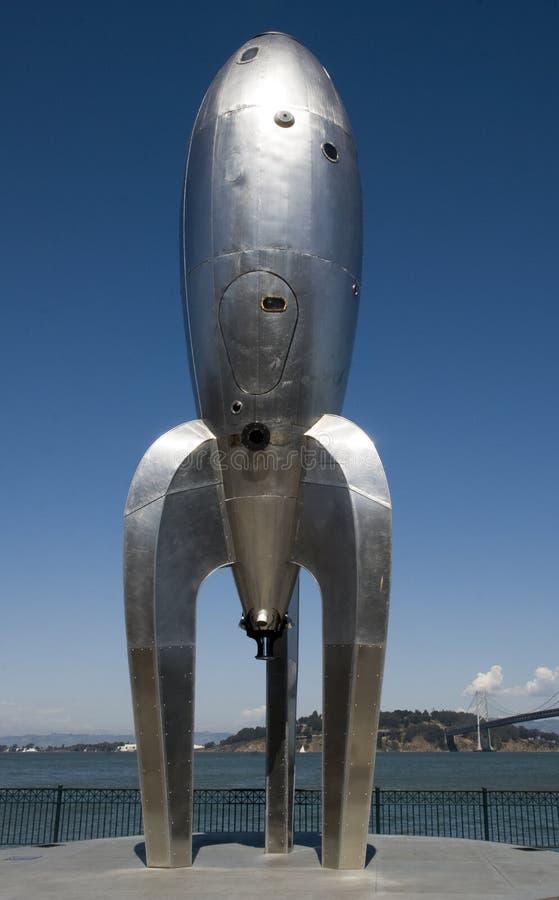 raketskulptur royaltyfria bilder