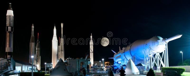 Raketten op het RuimteCentrum van NASA Kennedy stock foto's