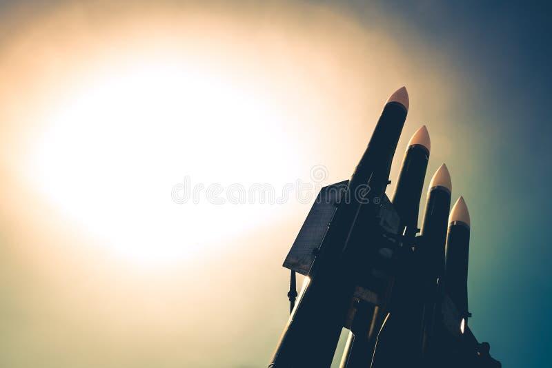 Raketten van de complexe anti vliegtuig-raket zijn op wacht van de veiligheid van het land ` s royalty-vrije stock fotografie