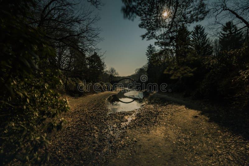 Rakotzbrucke在kromlau的恶魔桥梁在晚上 图库摄影