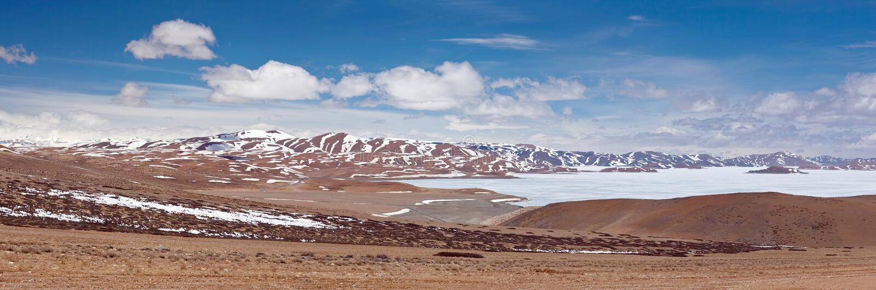 Rakshas Tal sjö i Ngari, västra Tibet, Kina royaltyfria foton