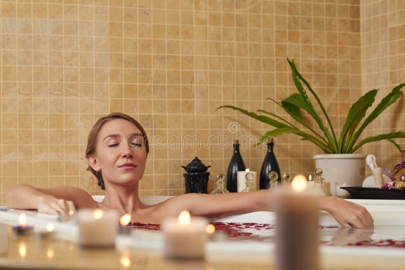 Ralaxation perfecto del baño imágenes de archivo libres de regalías