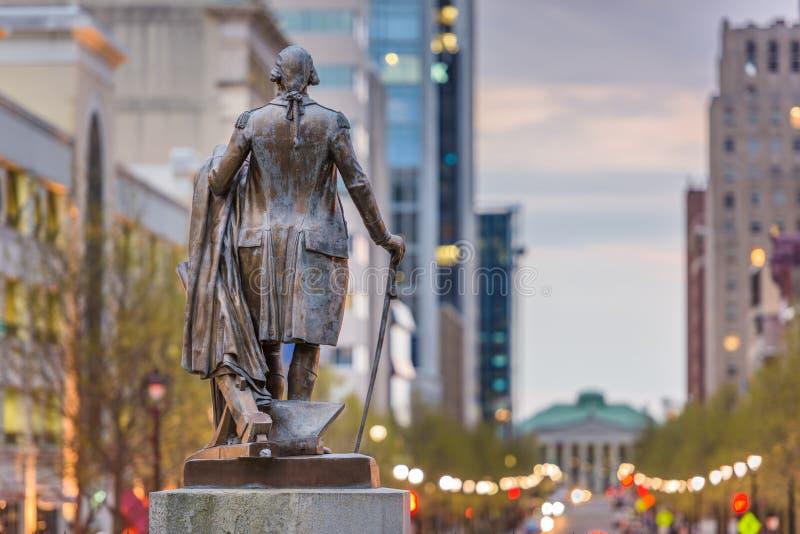 Raleigh, Carolina del Norte, los E.E.U.U. céntricos según lo visto del edificio del capitolio imagen de archivo libre de regalías