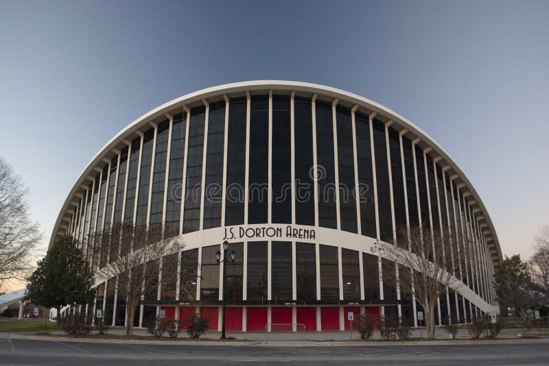 RALEIGH, NC, EUA - 22 de dezembro de 2018: J S A arena de Dorton é esportes de múltiplos propósitos e arena da recreação com base imagem de stock royalty free