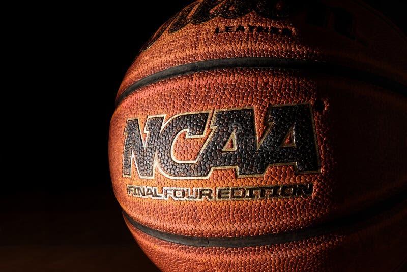 RALEIGH NC/USA - 12-13-2018: En basket för upplaga för Wilson NCAA Final Four arkivbild