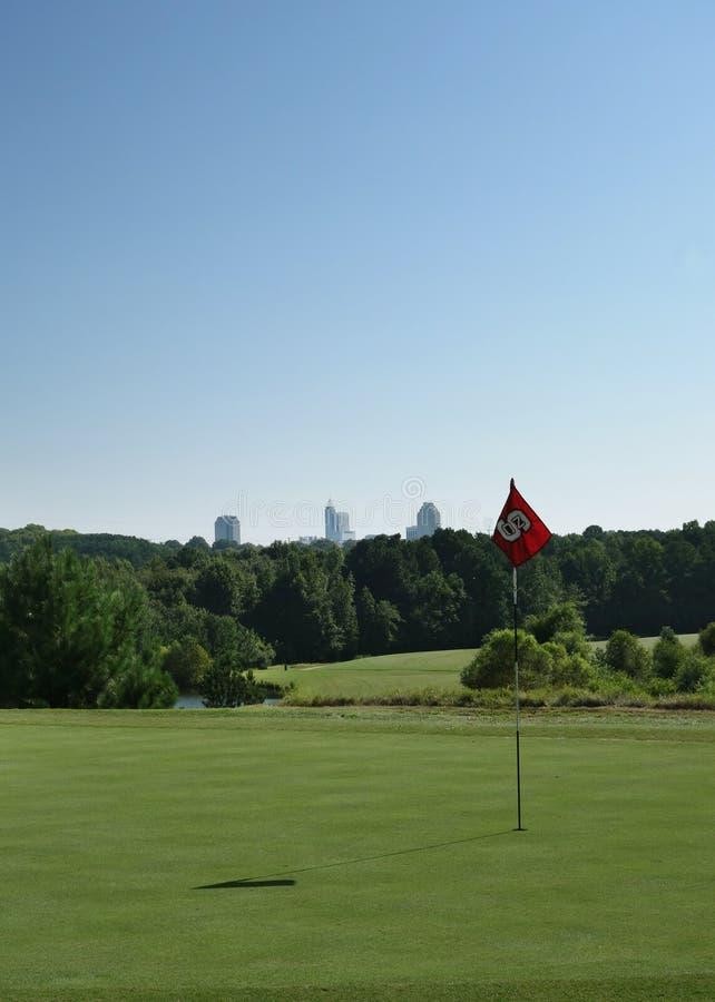 RALEIGH NC/USA - 8-24-2018: Lonnie Poole golfbana, på hundraårs- universitetsområde av NC-delstatsuniversitetet i Raleigh, NC royaltyfri bild