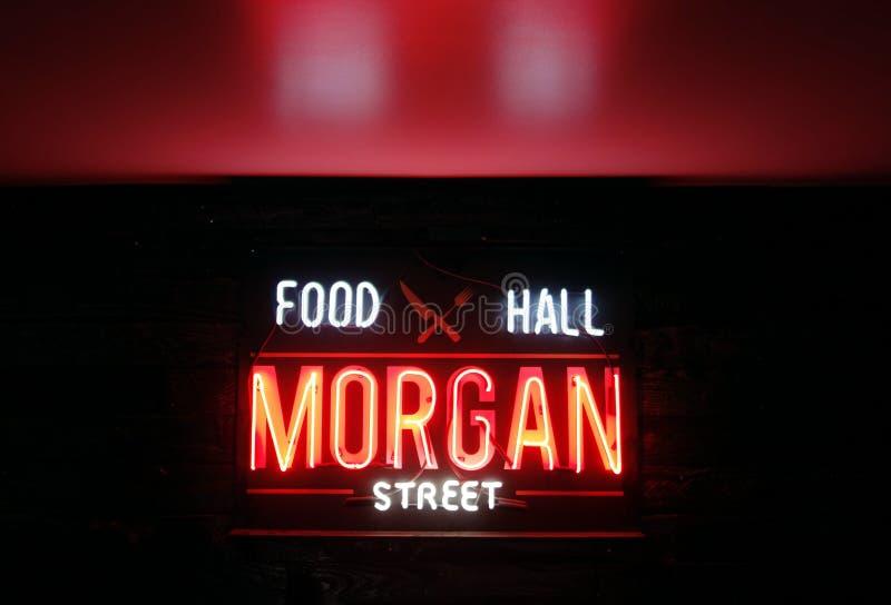 RALEIGH, NC/USA - 8-24-2018: Morgan Street Food Hall de néon assina dentro fotografia de stock