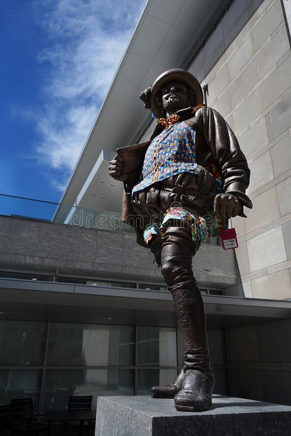 RALEIGH, NC/USA - 7-19-2018: Statua Sir Walter Raleigh w puszku obraz stock