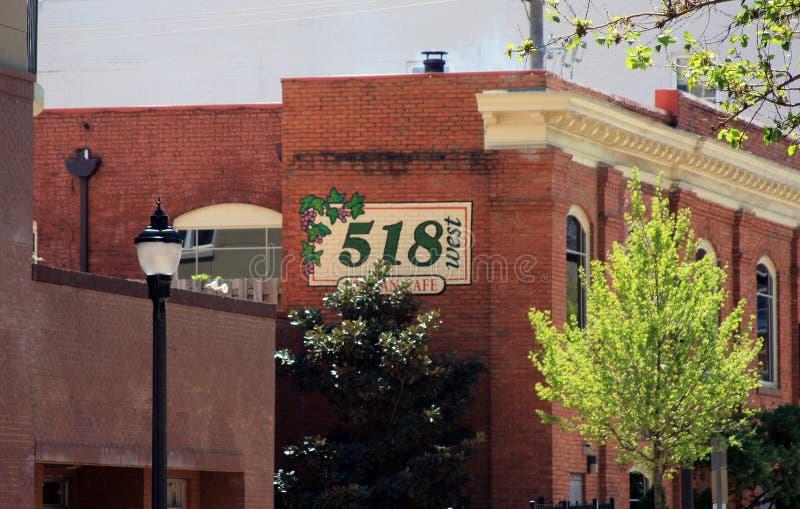 Raleigh Streetscape - avenida de Glenwood imagem de stock