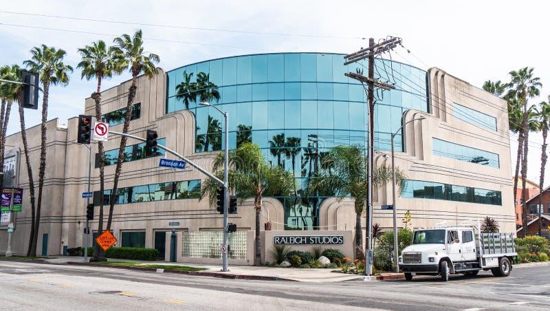 Raleigh Studios en la avenida de la colada en Los Angeles - CALIFORNIA, los E.E.U.U. - 18 DE MARZO DE 2019 fotografía de archivo libre de regalías
