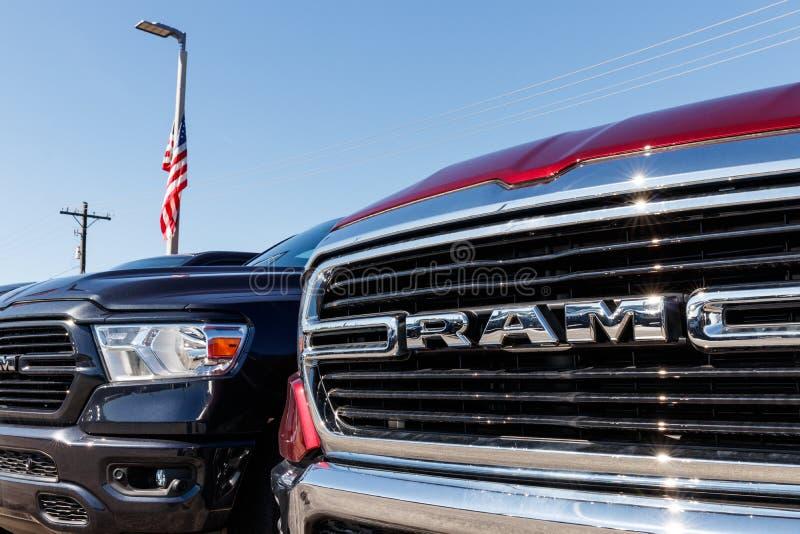Ram 1500 auf Anzeige an einer Chrysler-Ramverkaufsstelle Die Tochtergesellschaften von FCA sind Chrysler, Dodge, Jeep und Ram I lizenzfreies stockbild