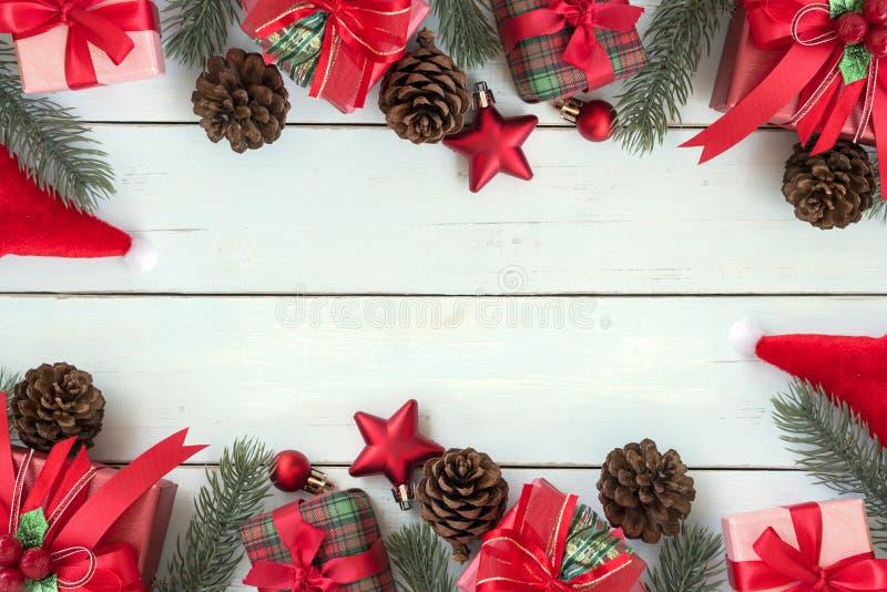 Ram för julbakgrundsgarneringar med gåvaaskar och röd nolla arkivfoton
