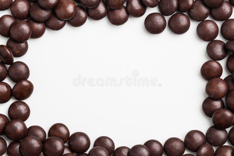 Rama brown czekoladowy cukierek na białym tle z przestrzenią zdjęcia royalty free