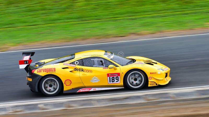 Rama Danindro, der in einer Herausforderung Ferraris 488 an Ferrari-Herausforderungs-Asia Pacific-Reihe läuft, laufen am 15. Apri lizenzfreies stockbild