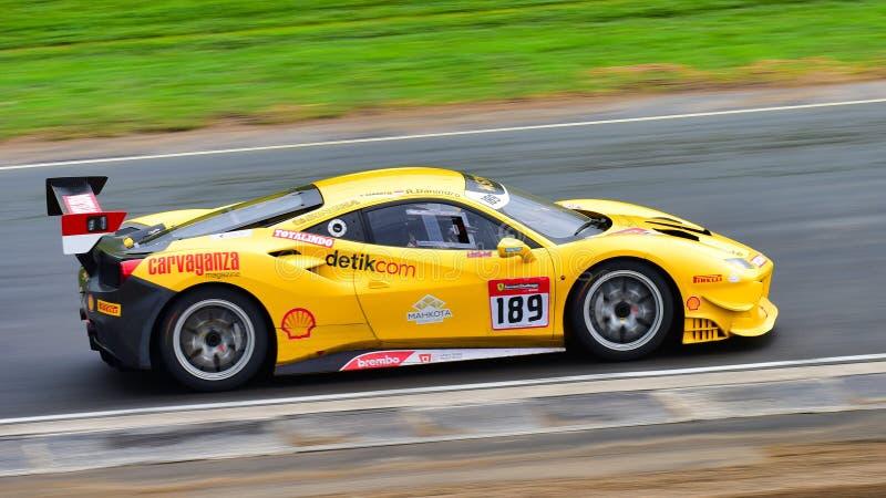 Rama Danindro, der in einer Herausforderung Ferraris 488 an Ferrari-Herausforderungs-Asia Pacific-Reihe läuft, laufen am 15. Apri stockbilder