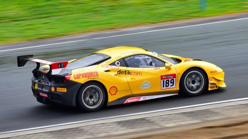 Rama Danindro, der in einer Herausforderung Ferraris 488 an Ferrari-Herausforderungs-Asia Pacific-Reihe läuft, laufen am 15. Apri stockfotos