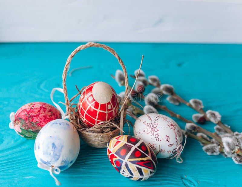 Rama de los huevos y de las ramitas de Pascua fotos de archivo