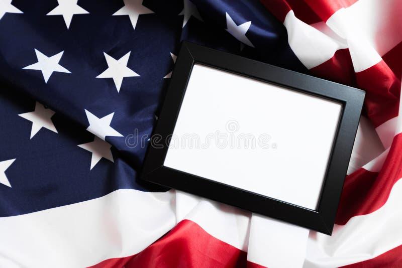 Rama na flagi amerykańskiej tle - wizerunek fotografia royalty free