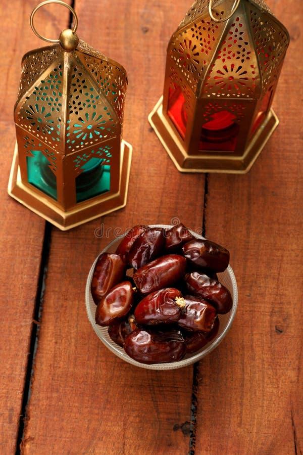 Ramad?/Eid Celebrations Date Fruit com lanterna isl?mica fotos de stock royalty free
