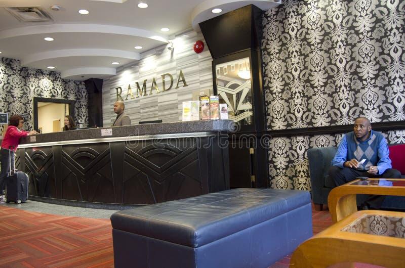 Ramada-Hotellobby stockfotos