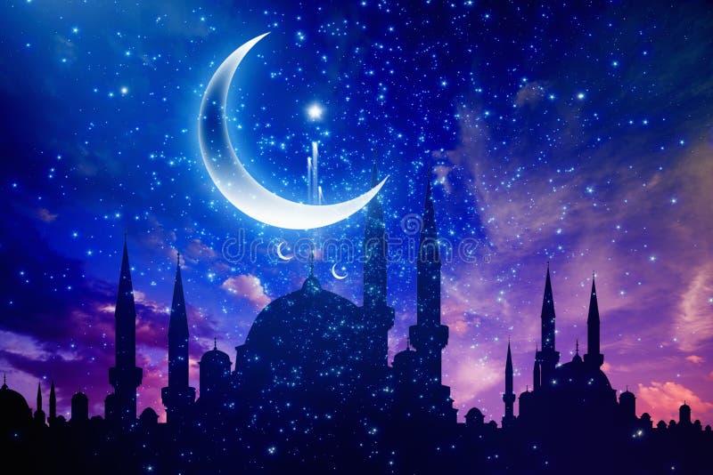 Ramadan Kareem-achtergrond met moskeesilhouetten, halve maan en vector illustratie