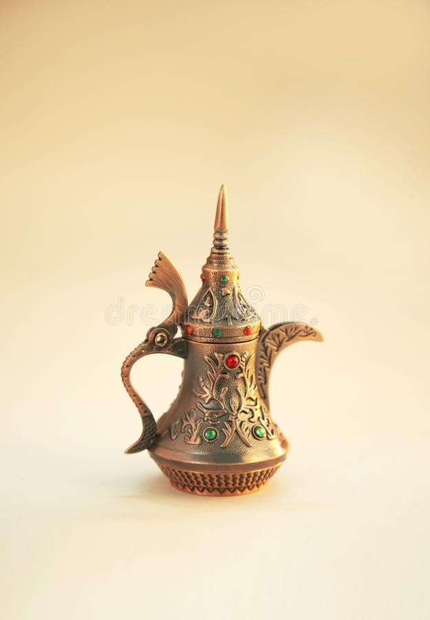 Ramadan Kareem, cumprimento festivo, fest?o com potenci?metro do ch? fotos de stock royalty free