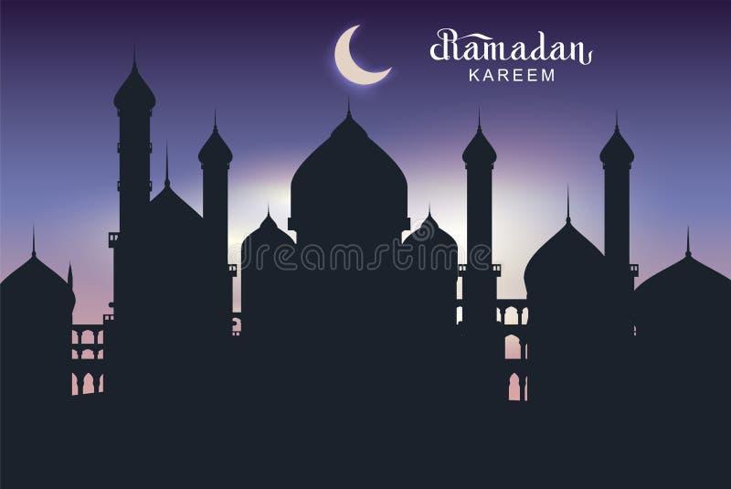Ramadan Kareem-de kaart van de tekstgroet Nachtarchitectuur van de oostelijke moskee van het stadssilhouet
