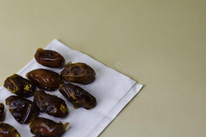 Ramadan Kareem Festive, fin des dates et de la carte de voeux sainte islamique de mois L'espace libre pour votre texte photographie stock