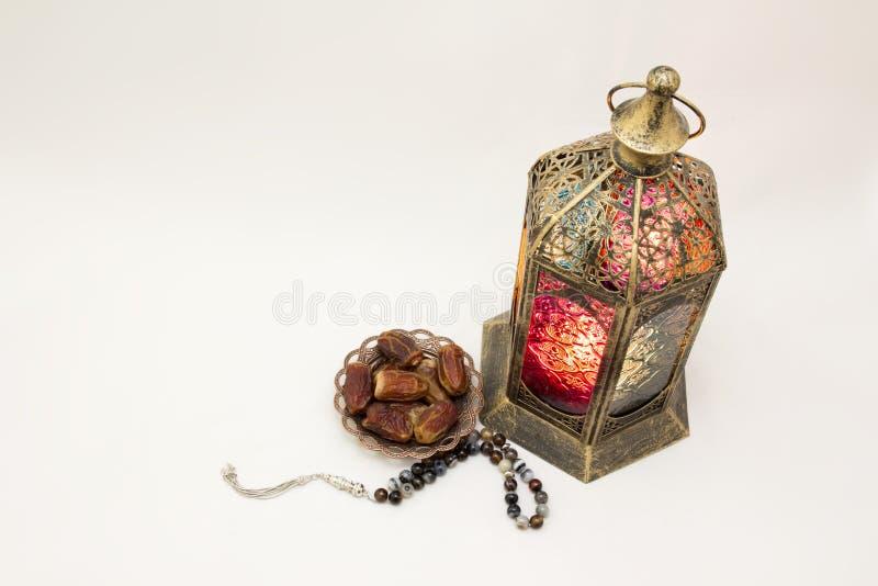 Ramadan Kareem Laterne, Rosenbeet und Schüssel Daten, ein Foto, das sie als Gruß-Karte benutzen kann lizenzfreies stockfoto