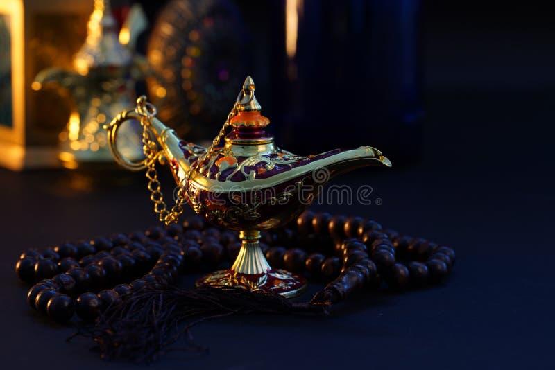 Ramadan Kareem, ?wi?teczny powitanie, girlanda z Herbacianym garnkiem zdjęcia royalty free