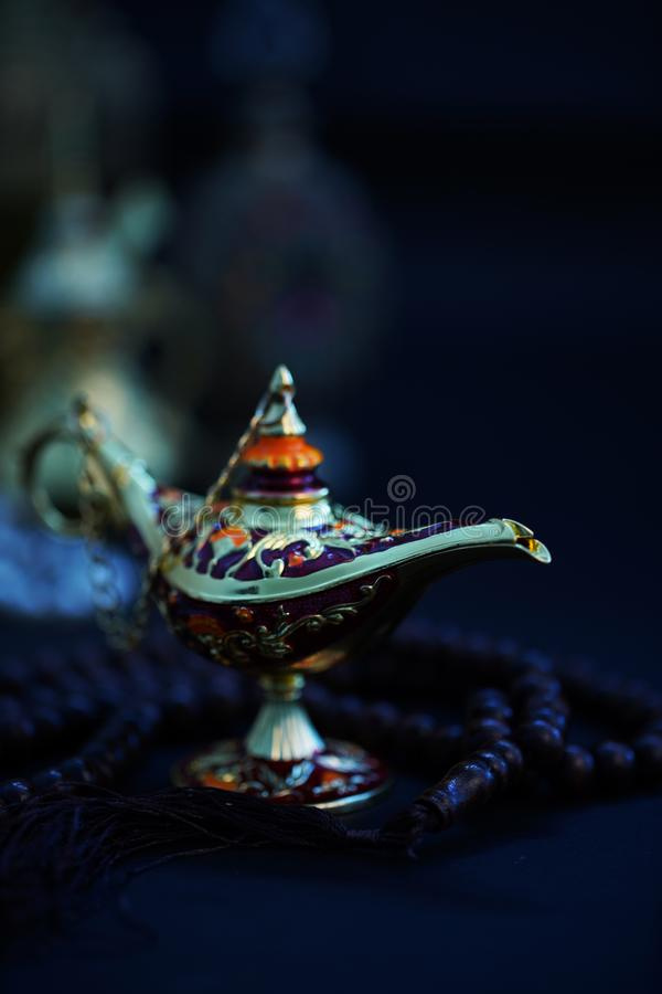 Ramadan Kareem, ?wi?teczny powitanie, girlanda z Herbacianym garnkiem zdjęcie royalty free