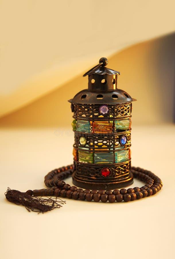 Ramadan Kareem, ?wi?teczny powitanie, girlanda z Herbacianym garnkiem obrazy stock
