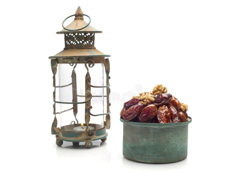 Ramadan-Lampen- und -datumsstillleben stockfoto